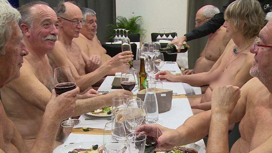 """Последний """"голый"""" ужин в Париже"""