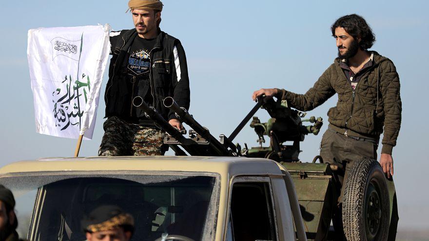 تصاعد المعركة بين متشددين سوريين ومعارضين مدعومين من تركيا