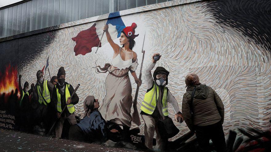 Kiállt a sárgamellényesek mellett a populista olasz kormány