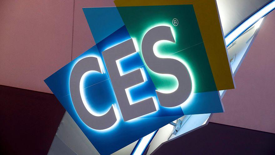 فيديو: عربة بأرجل وحبر رقمي وشاشة قابلة للثني في معرض CES