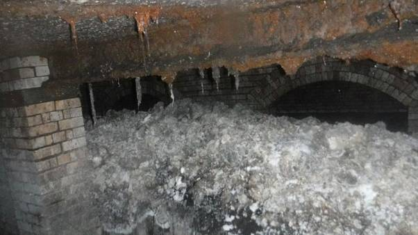 شاهد: انسداد في شبكة الصرف الصحي في لندن بسبب كتلة عملاقة من الدهون