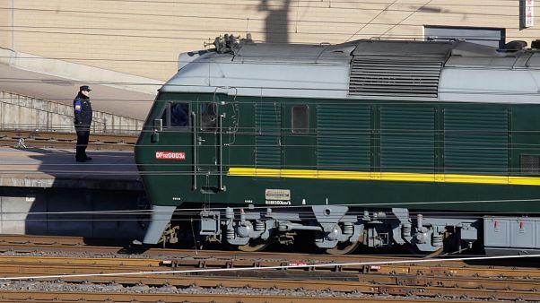 قطار من المتوقع أنه يحمل زعيم كوريا الشمالية يغادر العاصمة الصينية بكين