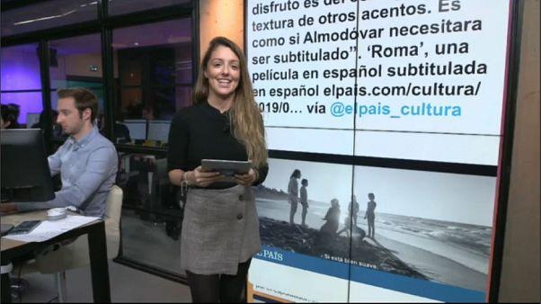 """Cuarón con su Globo de Oro por mejor director por """"Roma"""""""