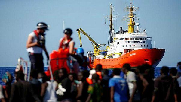 ألمانيا تعلن استعدادها استقبال بعض المهاجرين المحاصرين في عرض البحر