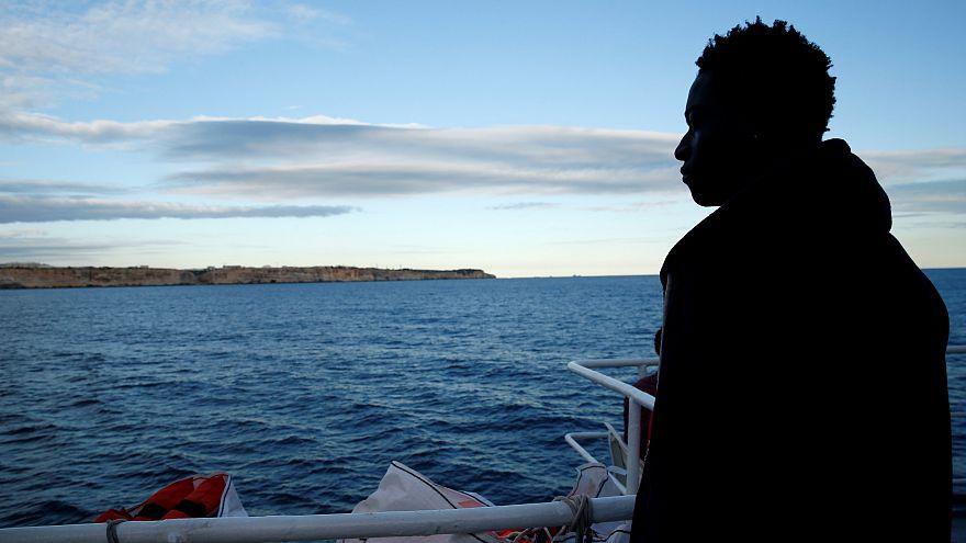 Caso Sea Watch: Malta autorizza lo sbarco dei 49 migranti a bordo delle due navi