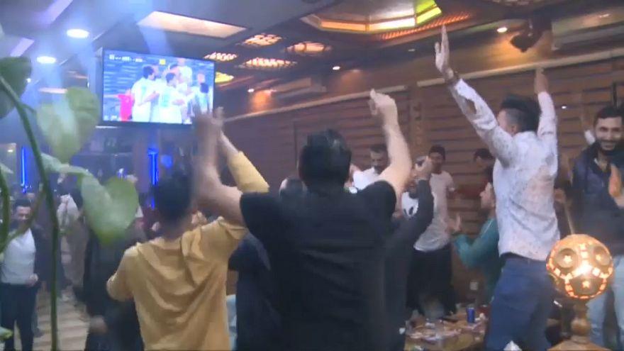 اشک شادی هواداران عراقی بعد از پیروزی در دقایق پایانی مقابل ویتنام