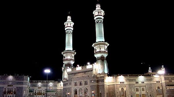 صحن مسجدالحرام در مکه پر از سوسک شد