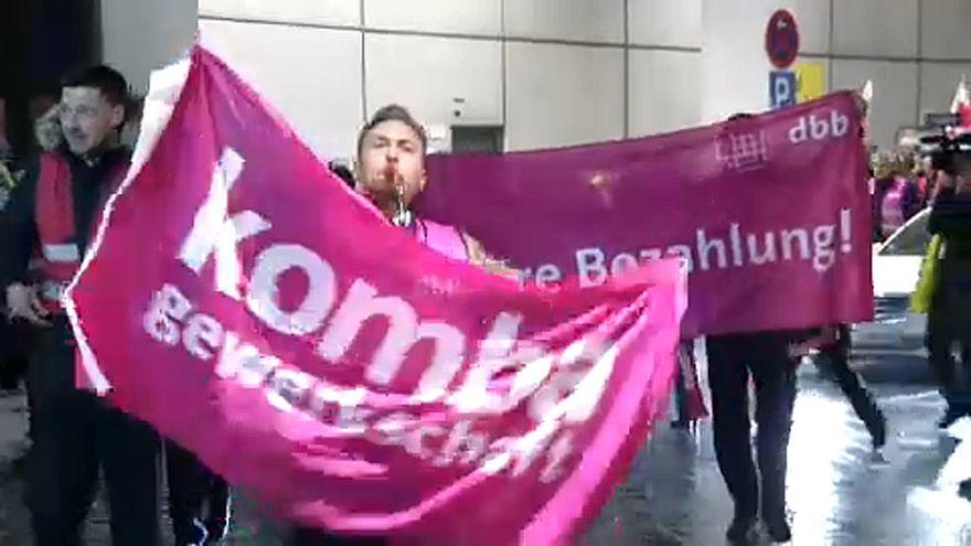 Csütörtökön új reptéri sztrájkok Németországban
