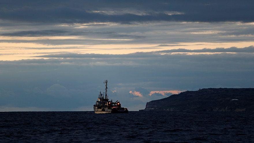 مالطا تسمح لسفينتي مهاجرين بالرسو وتوزيعهم على 8 دول أوروبية