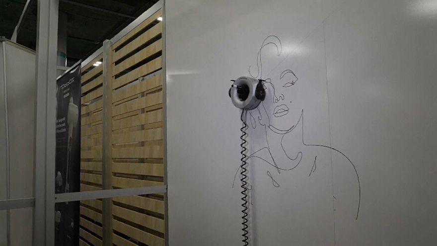 CES apresenta robô que desenha