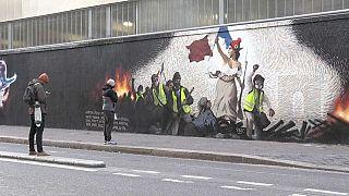 Video | Fransız Devrimi'nin sembolü Marianne ile Sarı Yelekliler duvar resminde yan yana geldi