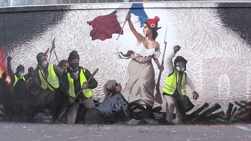 Coletes amarelos franceses inspiram artistas