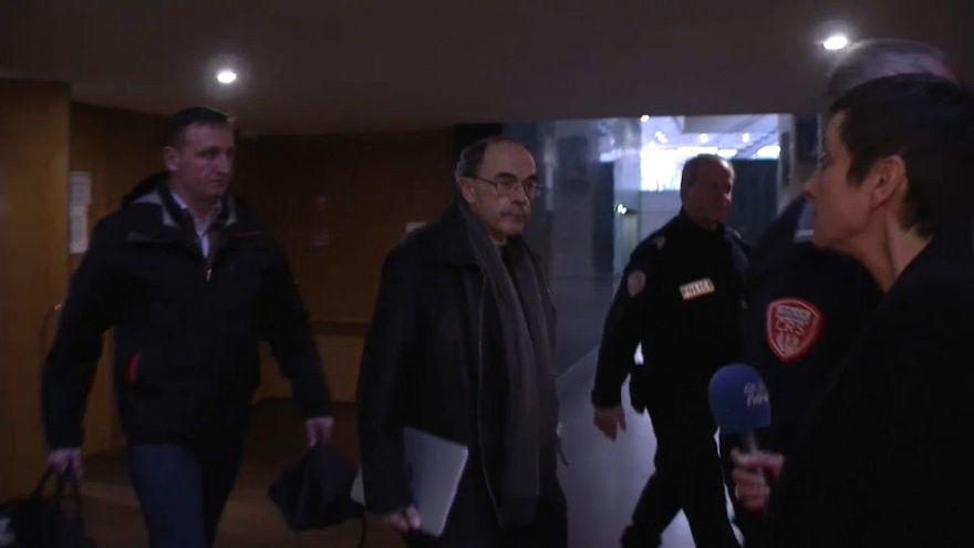 Ministério público francês não pede condenação para Barbarin