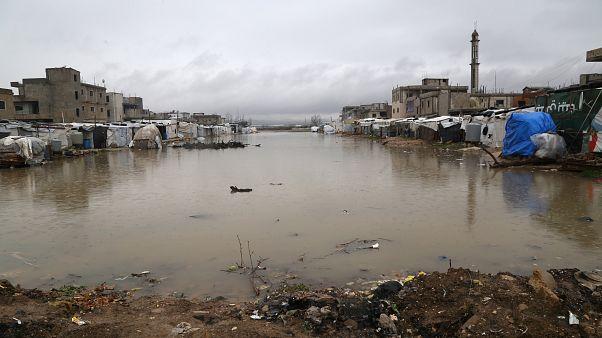 برف و سرما پناهجویان سوری در لبنان را به دردسر انداخته است