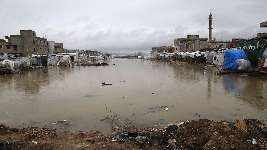 شاهد: الشتاء يضاعف معاناة اللاجئين السوريين في لبنان