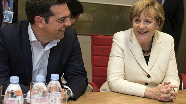 Merkel visita a Atenas com olhos postos em Skopje