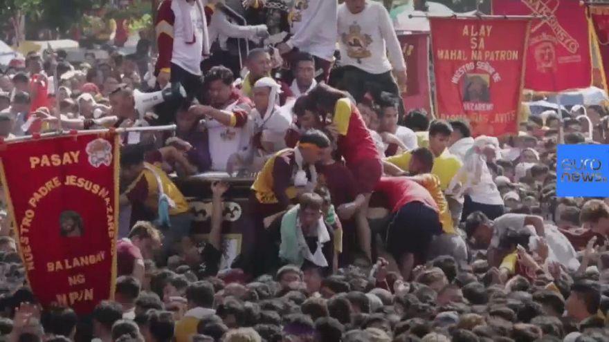 Filippine: milioni in strada per la processione del Nazareno nero