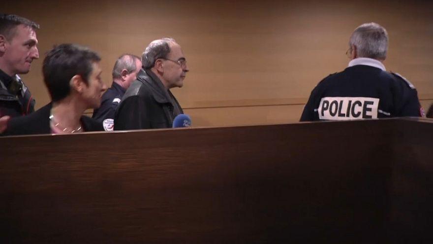 Defesa do cardeal Barbarin pede absolvição em caso de pedofilia