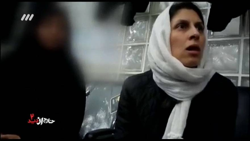 فيديو: التلفزيون الإيراني يعرض صور اعتقال صحفية إيرانية تحمل الجنسية البريطانية