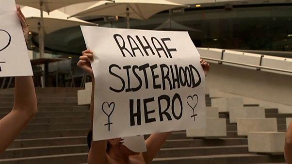 شاهد: احتجاج في سيدني دعما لهروب الفتاة السعودية رهف من أهلها