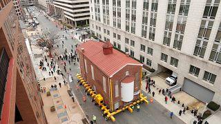 شاهد: نقل مبنى كنيس يهودي بالكامل في واشنطن إلى موقع ثان
