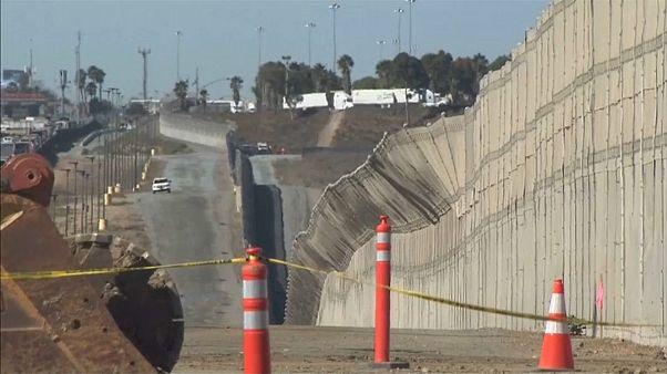 Donald Trump se rend à la frontière mexicaine pour défendre son mur
