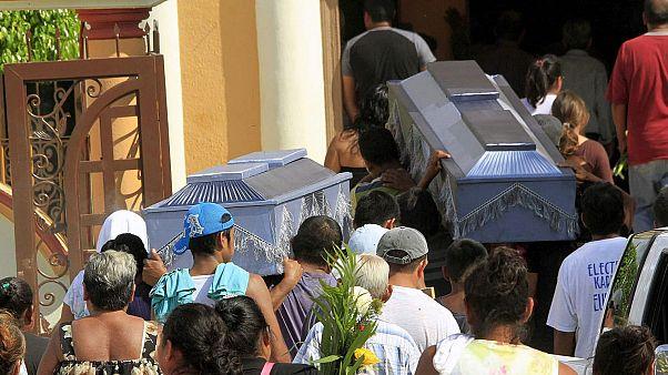 'Kartel savaşlarının' devam ettiği Meksika'da 17'si yanmış toplam 20 ceset bulundu