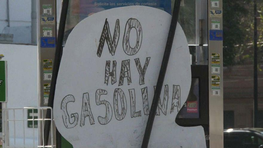 """Messico: """"Non c'è benzina"""", ma c'è chi trova un modo per far passare il tempo"""