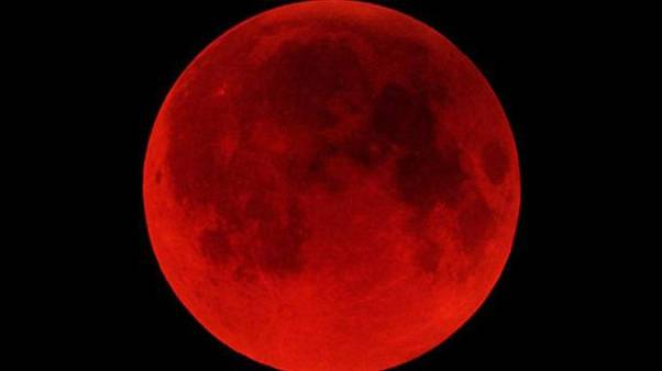 Bu yılın ilk ve tek kanlı ay tutulması nerelerden görülebilir?