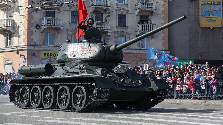 Rus devletinin finanse ettiği savaş filmi T-34'ten gişe rekoru