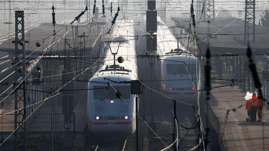 Betrunkener Lokführer verpasst Bahnhof