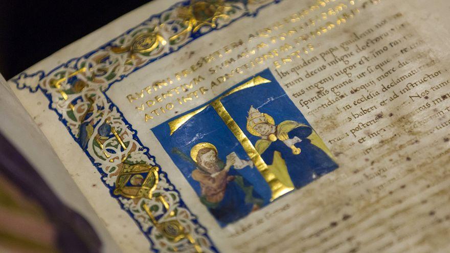 Kék foga árulta el a középkor ismeretlen festőnőjét