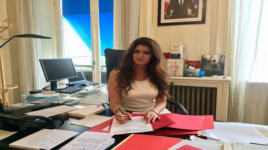 """من يمول أعمال العنف في حراك السترات الصفراء؟ وزيرة فرنسية تتهم.. """"قوى أجنبية""""!"""