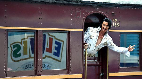 Video   Binlerce Elvis Presley hayranı Avustralya'daki festivalde buluştu