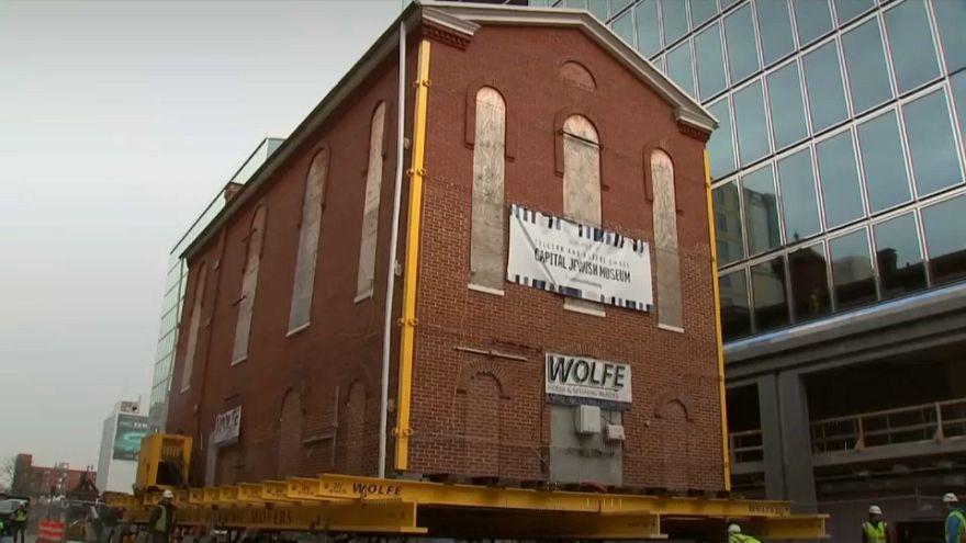 VIDEO: Una sinagoga entera de Washington fue trasladada una manzana