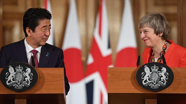 Japán támogatja May brexit-tervét