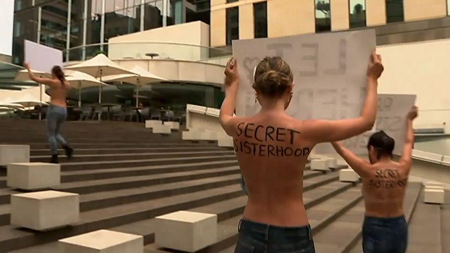 Australie : des manifestantes topless pour soutenir Rahaf Mohammed al-Qunun