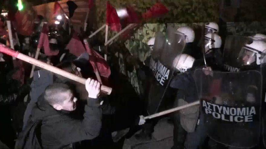 Atene: disordini e scontri per visita Angela Merkel