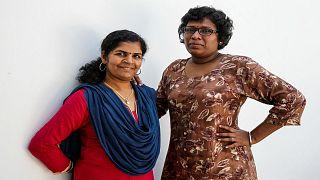 بيندو أميني (إلى اليسار) وكاناكادروجا أول امرأتين تدخلان معبدا بجنوب الهند