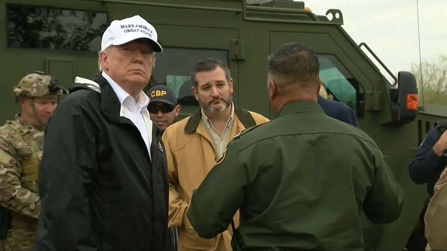 Trump a mexikói határnál kampányolt a falért