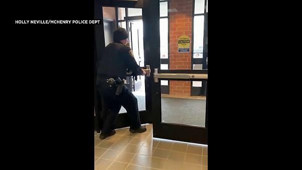 شاهد: سنجاب يثير هلع الشرطة في مخفر بولاية إيلينوي