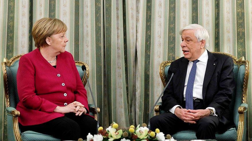 Ζήτημα γερμανικών αποζημιώσεων έθεσε ο ΠτΔ στη Μέρκελ