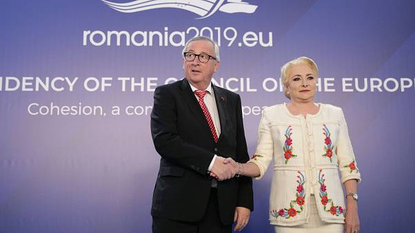 "Roménia ""lidera"" UE mas recebe avisos sobre democracia"