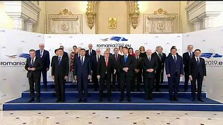 «Η Ρουμανία ανήκει στην Ευρωπαϊκή Ένωση» φωνάζουν διαδηλωτές
