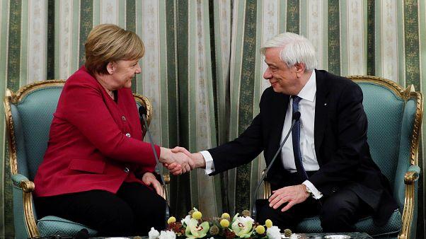 """Merkel : L'Allemagne """"assume complètement la responsabilité des crimes"""" nazis"""