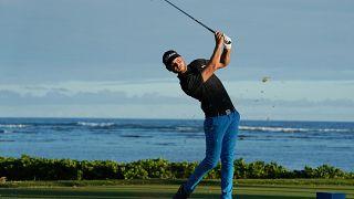 Adam Svensson brilla en la primera jornada del Sony Open