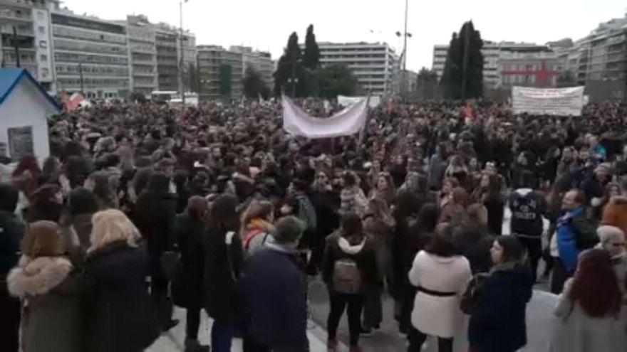 Többen megsebesültek az athéni tanártüntetésen