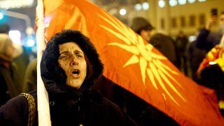 Σκόπια: Κεραυνοί της αντιπολίτευσης για τις Πρέσπες