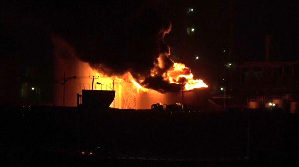 حريق في مصفاة نفط بمدينة عدن في اليمن