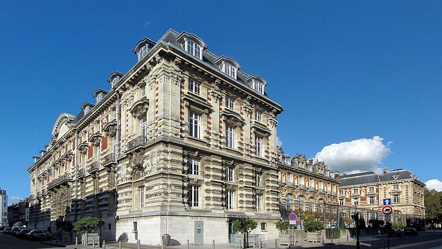 فرنسا: اتهامات بالتمييز الجنسي ضد حملة دعائية بمناسبة موسم التخفيضات